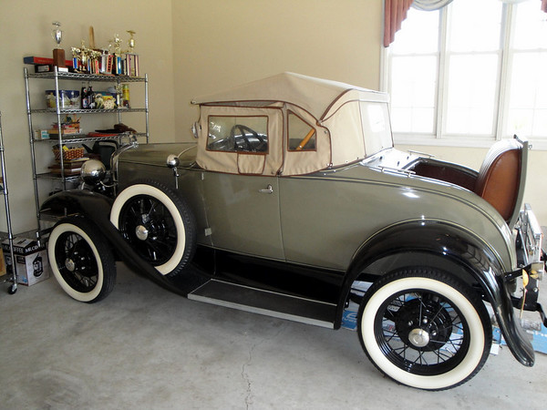Doug & Phyllis Wilson's 1930 Model A Roadster ....... Friends from Kentucky USA